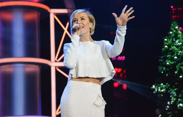 Picture scene, blonde, microphone, singer, celebrity, in white, sings, costume, Polina Gagarina