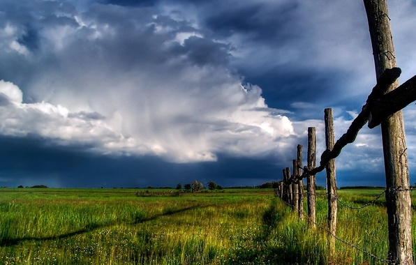 Picture field, the sky, the fence