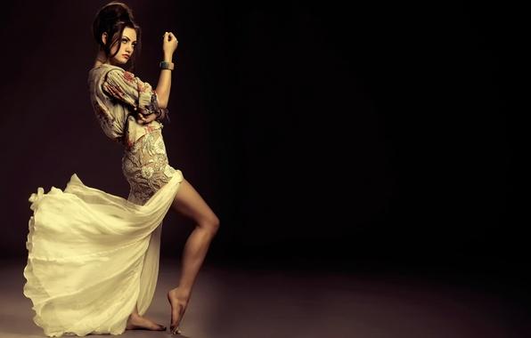Picture dance, legs, Phoebe Tonkin
