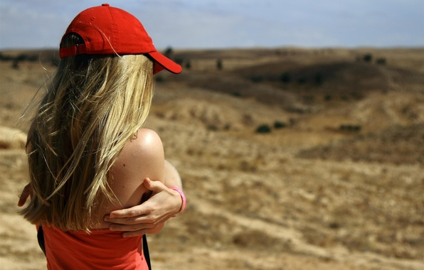 Picture BLONDE, GIRL, HILLS, RED, HANDS, MIKE, DAL, CAP, SHOULDERS