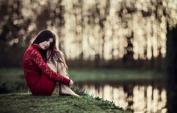 Picture girl, dreams, in red, on the shore