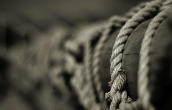 Picture post, rope, b/W