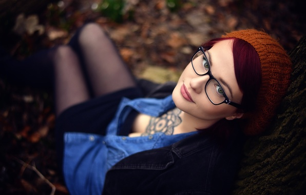 Picture girl, makeup, tattoo, glasses, neckline, takes, Miss Froggi, sweetie