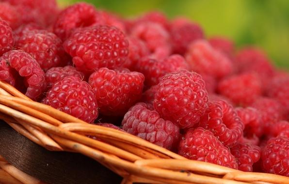 Picture macro, berries, raspberry, basket, delicious