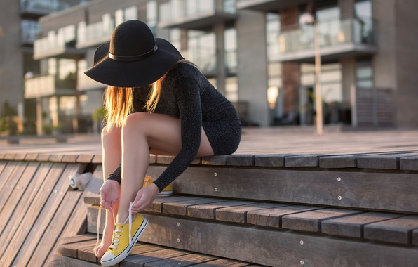 Picture girl, the city, sneakers, steps, hat, legs, laces, Yellow shoes, Anders Hansen