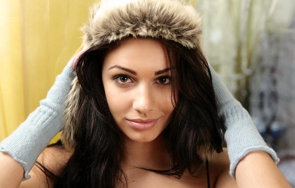 Picture Girl, Look, Smile, Model, Lips, Face, Eyes, Gloves, Hands, Brunette, Beauty, Angelique