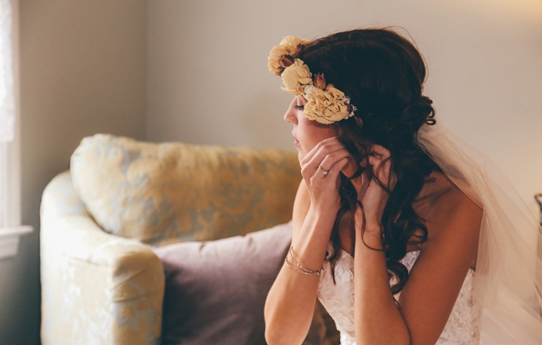 Picture flowers, brunette, bracelet, the bride, wreath