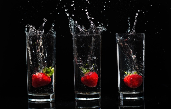 Picture BACKGROUND, WATER, DROPS, STRAWBERRY, BLACK, SQUIRT, FOOD, GLASSES, BERRIES, STENA
