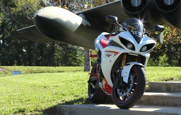 Picture the plane, wing, motorcycle, white, yamaha, bike, Yamaha, yzf-r1