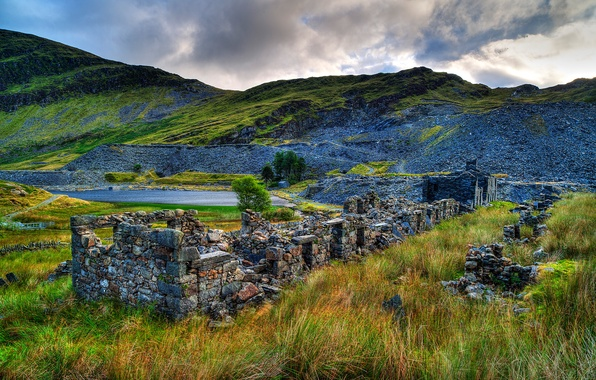 Picture the sky, grass, clouds, trees, mountains, clouds, lake, stones, the ruins, ruins, Snowdonia