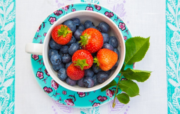Picture leaves, berries, blueberries, strawberry, Cup, saucer, blueberries