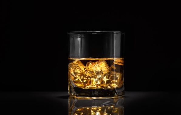Picture ice, glass, alcohol, whiskey