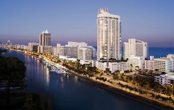 Picture road, sea, palm trees, coast, home, yachts, USA, USA, Miami, Miami, hotels, evening.
