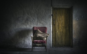 Picture wall, the door, chair