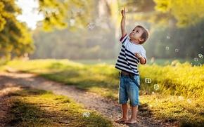 Picture summer, the sun, childhood, boy, bubbles, t-shirt, finger
