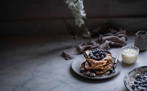Picture milk, blueberries, pancake
