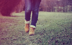 Picture grass, feet, jeans, shoes, step