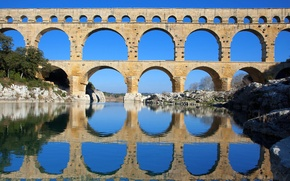Picture the sky, trees, bridge, river, support, arch, aqueduct