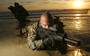 Wallpaper gun, soldiers, bald, machine, machine gun, muffler, the flash Hider