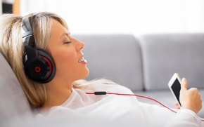 Picture relax, headphones, cell, blonde