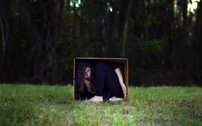 Picture girl, box, the situation