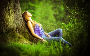 Picture tree, jeans, blouse, redhead, nature