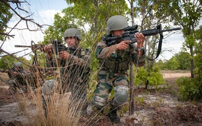 Picture weapons, soldiers, Indian Army
