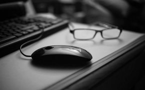 Picture table, mouse, glasses, black, black and white, keyboard, computer