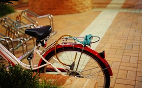 Picture light, bike, urban scene