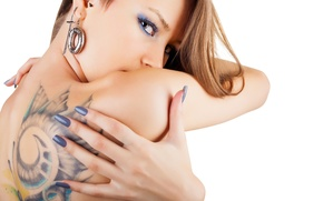 Picture tattoo, blonde, make up