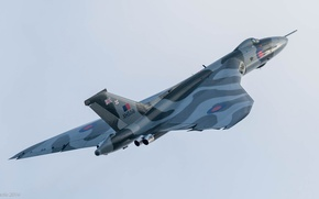 Picture the sky, the plane, bomber, Avro Vulcan, XH558