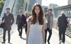 Picture look, bridge, movement, people, model, the crowd, dress, is, Tanya