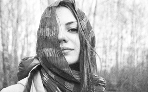 Picture girl, black and white, Shawl