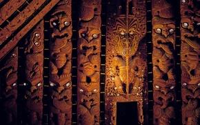 Picture New Zealand, Maori, Wooden sculptures, Watching eyes, Memorial Museum Of Auckland