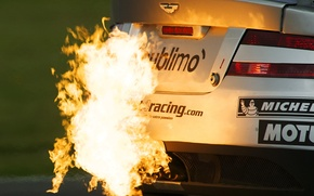 Picture Fire, Aston-Martin, Exhaust
