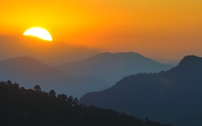 Picture the sun, mountains, morning