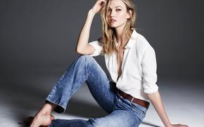 Picture pose, model, Karlie Kloss, Karlie Kloss