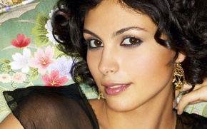 Picture Morena Baccarin, earrings, East, pillow