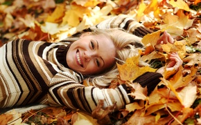 Wallpaper lies, blonde, smile, leaves, girl, sweater, yellow, autumn