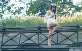Picture girl, chamomile, bouquet, hat, legs, Romantic summermood with Naya