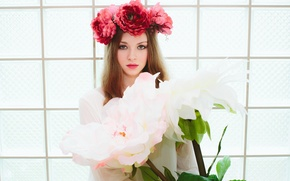 Picture girl, wreath, huge flowers