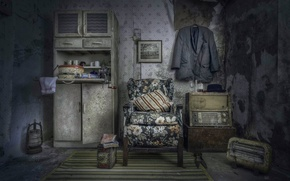 Picture room, radio, chair