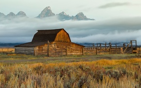 Picture mountains, fog, the barn