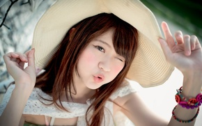 Picture portrait, hat, sponge, Flirty, Oriental girl