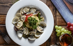 Picture shellfish, grapes, vegetables, pasta, seafood, wine