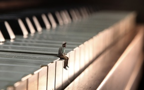 Picture people, minimalism, piano