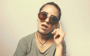 Picture girl, glasses, round