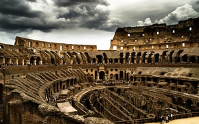 Picture clouds, Colosseum, Rome
