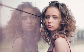 Picture reflection, the beauty, Natalie