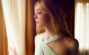 Picture window, blonde, curtains, curtains, Thriller, horror, Elle Fanning, El Fanning, The neon demon, The Neon …